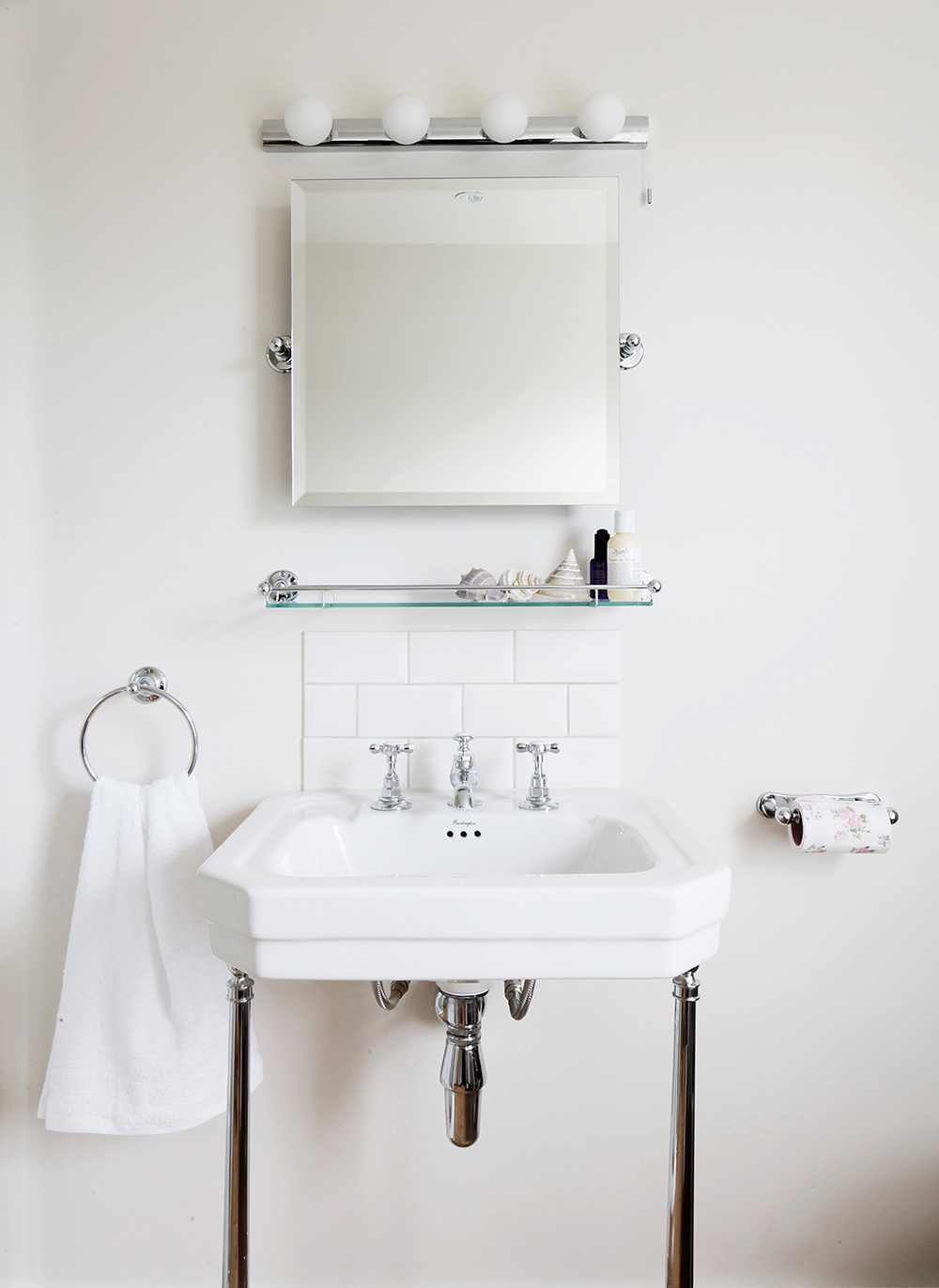residential-renovation-victorian-house-interior-designer-bathroom-washstand-white-hollywood-bulbs-mirror-timeless-characterful-bathroom