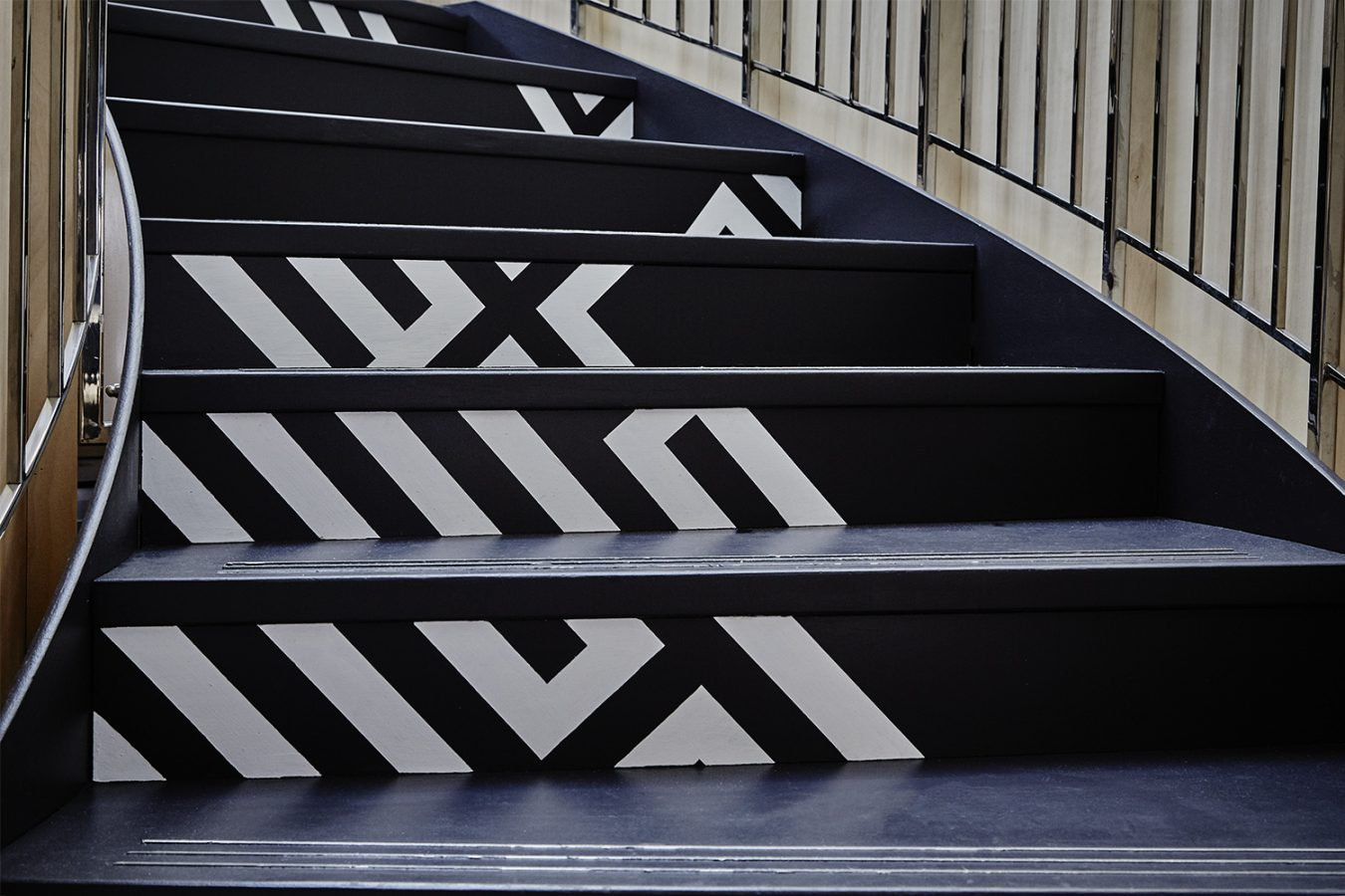 Good_Stuff_229_cool_workspace_office_design_interiors_graphic_london_stairs_bespoke_paint