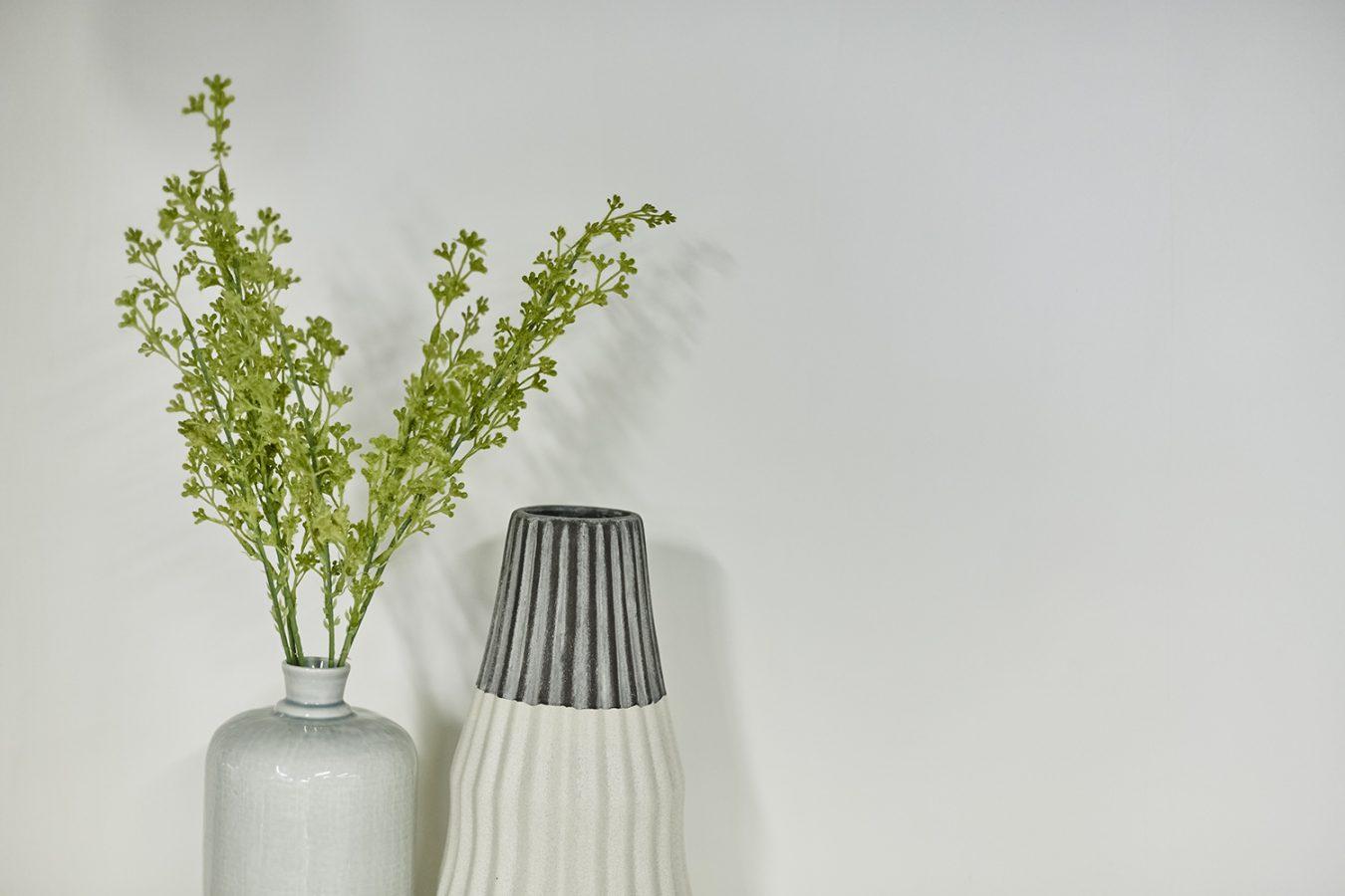 Good_Stuff_843_cool_workspace_office_design_interiors_graphic_london_flowers_vase