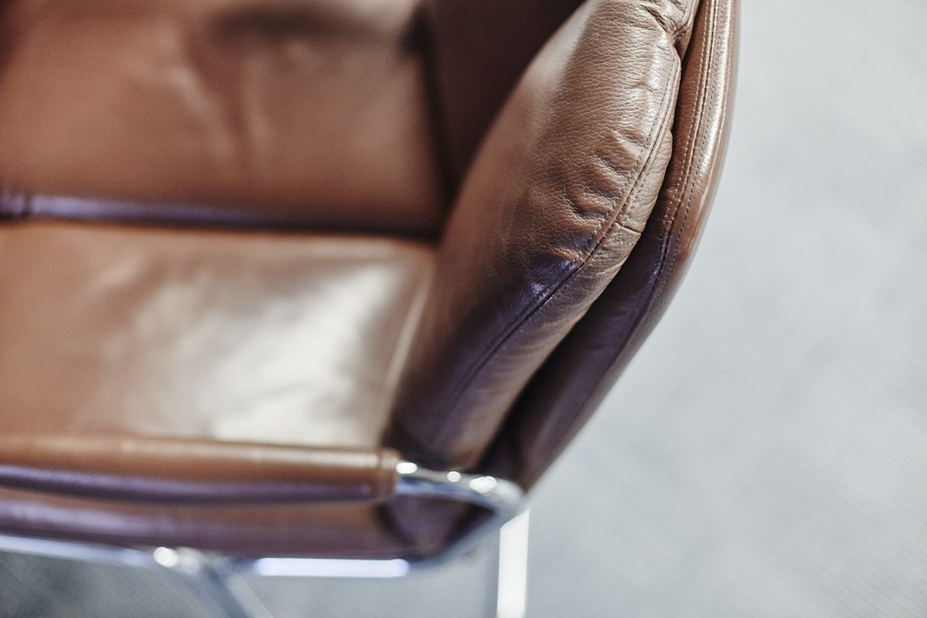 Good_Stuff_845_cool_workspace_office_design_interiors_graphic_london_leather_chair