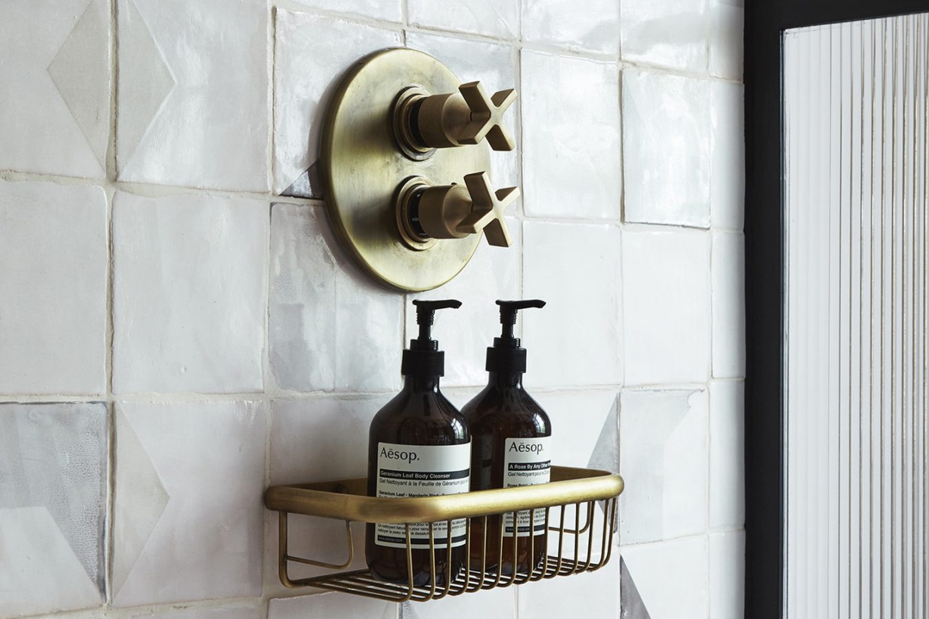 Canonbury Square_interior_design_sourcing_styling_shower_design_bathroom_glass_ensuit_modern_details_tiles